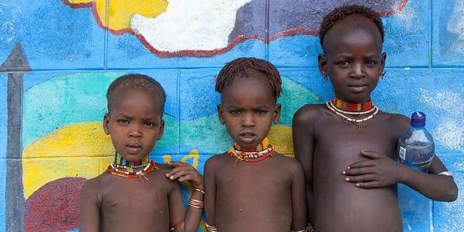 67327-tradisi-mengerikan-ethiopia-bayi-yang-dianggap-bawa-sial-dibuang-ke-sungai-buaya-022958